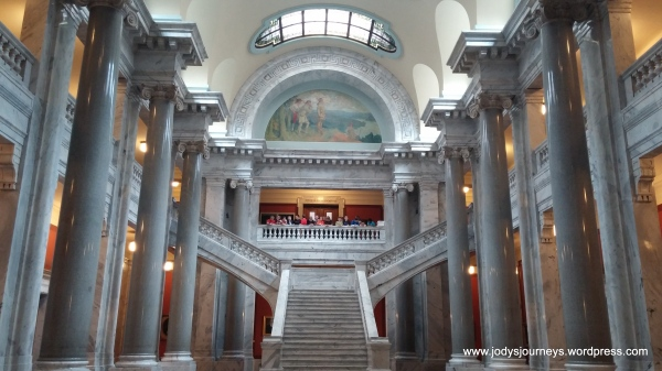 inside view kentucky State Capitol